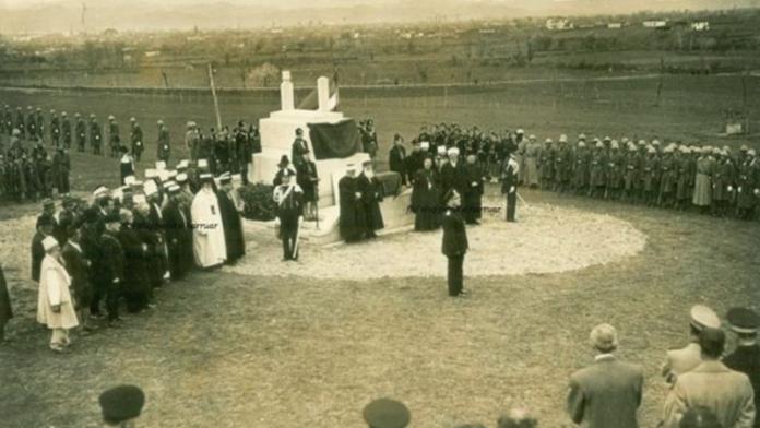 Foto të rralla/ Pasazhe nga varrimi i rilindësit Naim Frashëri