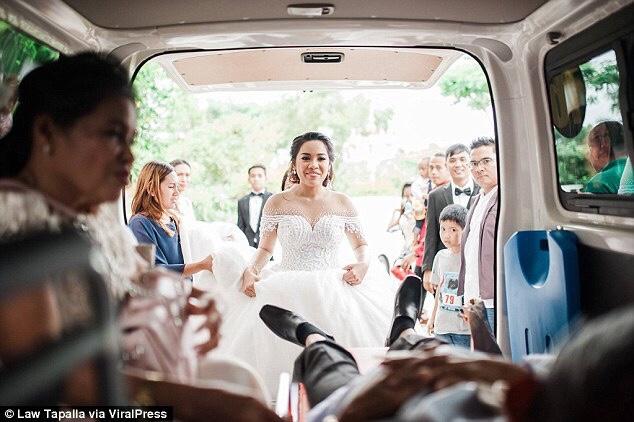 Dashuria e një babai/ Duke dhënë shpirt, shoqëron vajzën e tij në dasmë (Foto& Video)